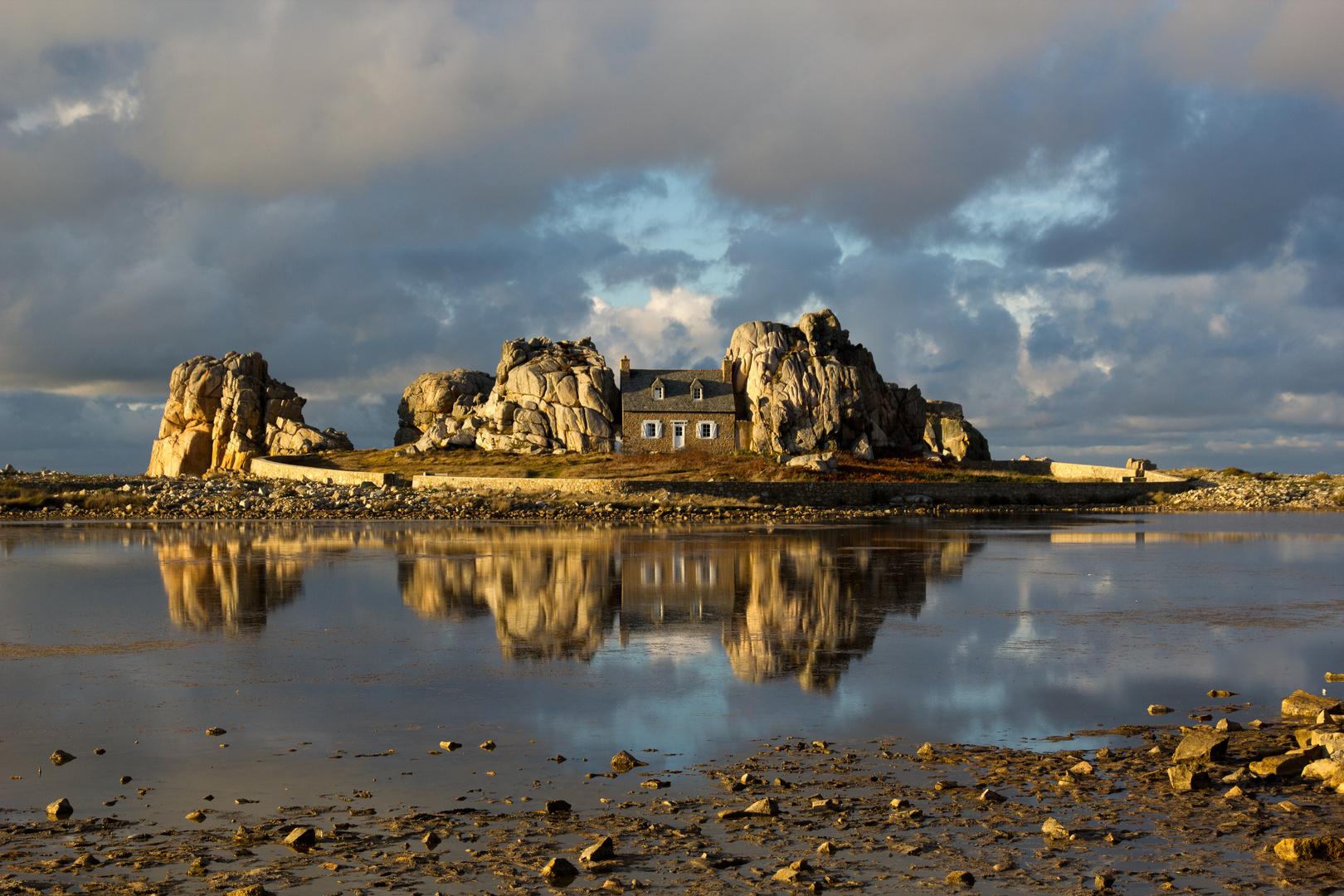 Das Haus zwischen den Felsen I