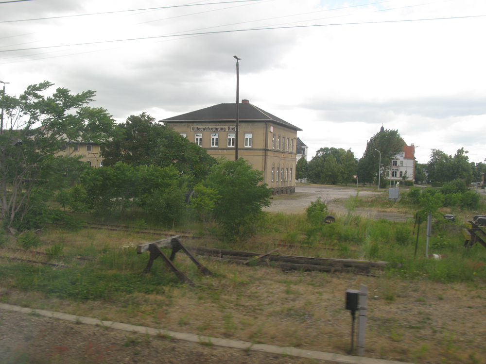 Das historische Güterabfertigungsgebäude am Bahnhof in Riesa