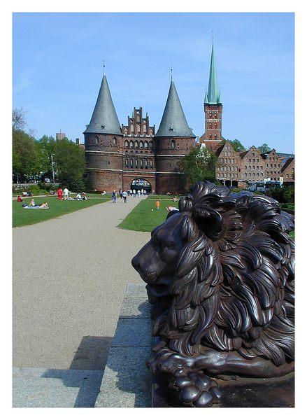 Das Holstentor mit Löwe für Ute!