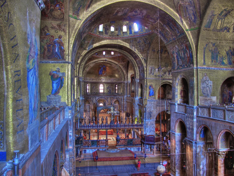 Das Innere des Markusdoms in Venedig