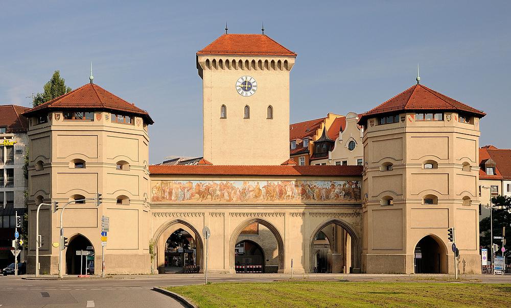Das Isartor ist das östliche Stadttor der historischen Altstadt von München...