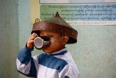 das ist dieser bursche aus der eselsbank, der ist in natura auch so ;-))), burma 2011