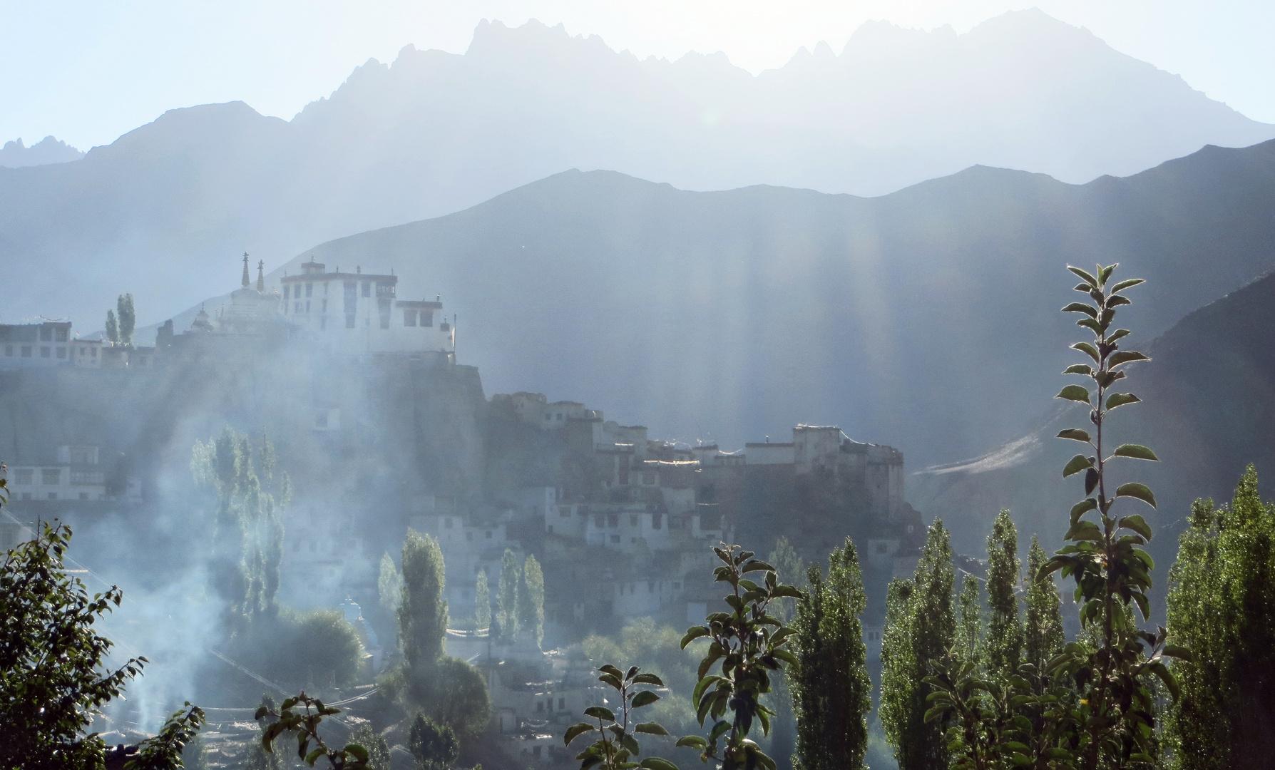 Das Kloster Lamayuru im Morgennebel