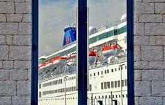 das Kreuzfahrtschiff ...