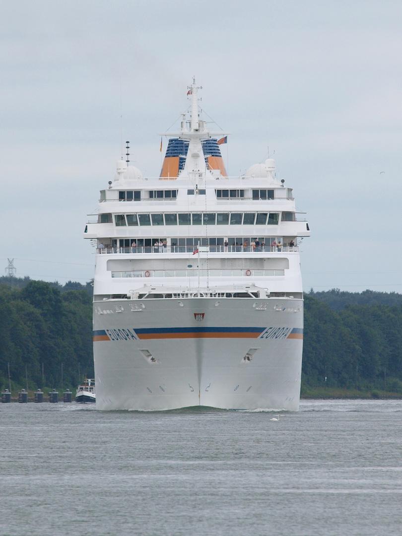 Das Kreuzfahrtschiff Europa Auf dem Nord-Ostsee-Kanal