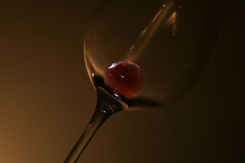 Das leere Rotweinglas