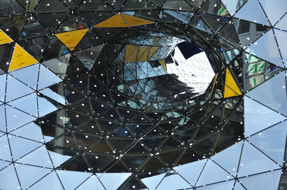 """Das Loch vom Shopping-Center """"My-Zeil"""" in Frankfurt/M."""