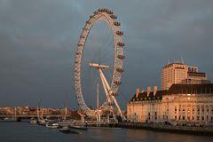 Das London Eye im Abendlicht