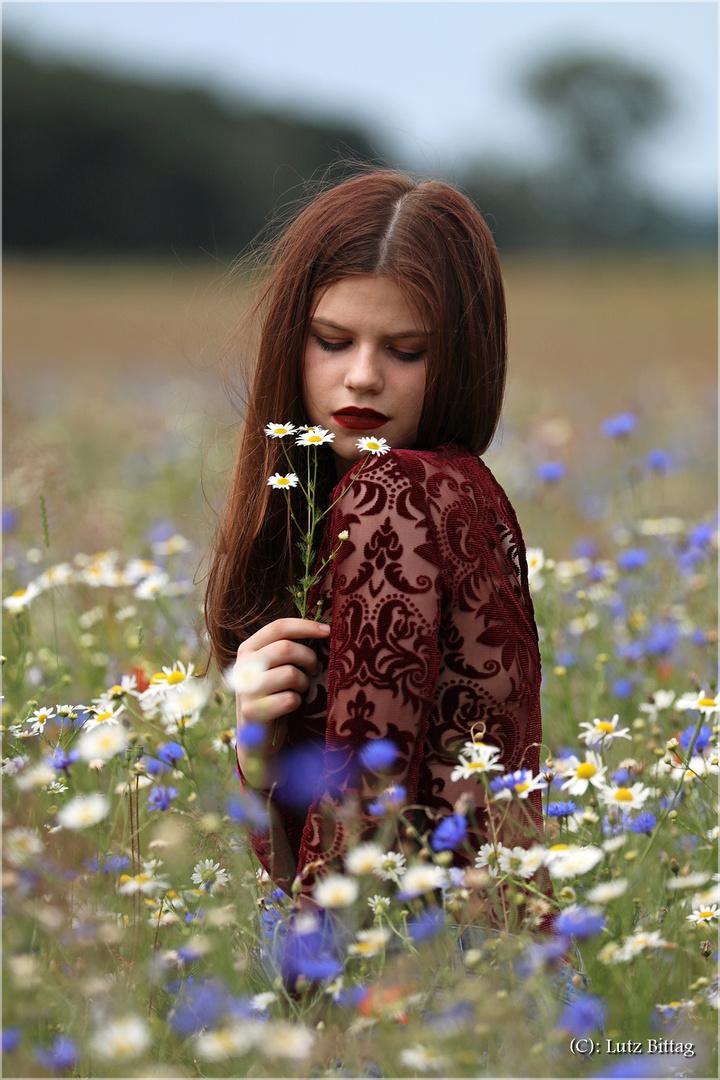 Das Mädchen im Blumenfeld