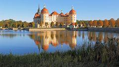 """Das """"Märchenschloss"""" aus der Verfilmung vom Schilf aus..."""