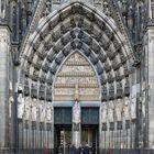 Das Marienportal auf der Westseite des Kölner Domes