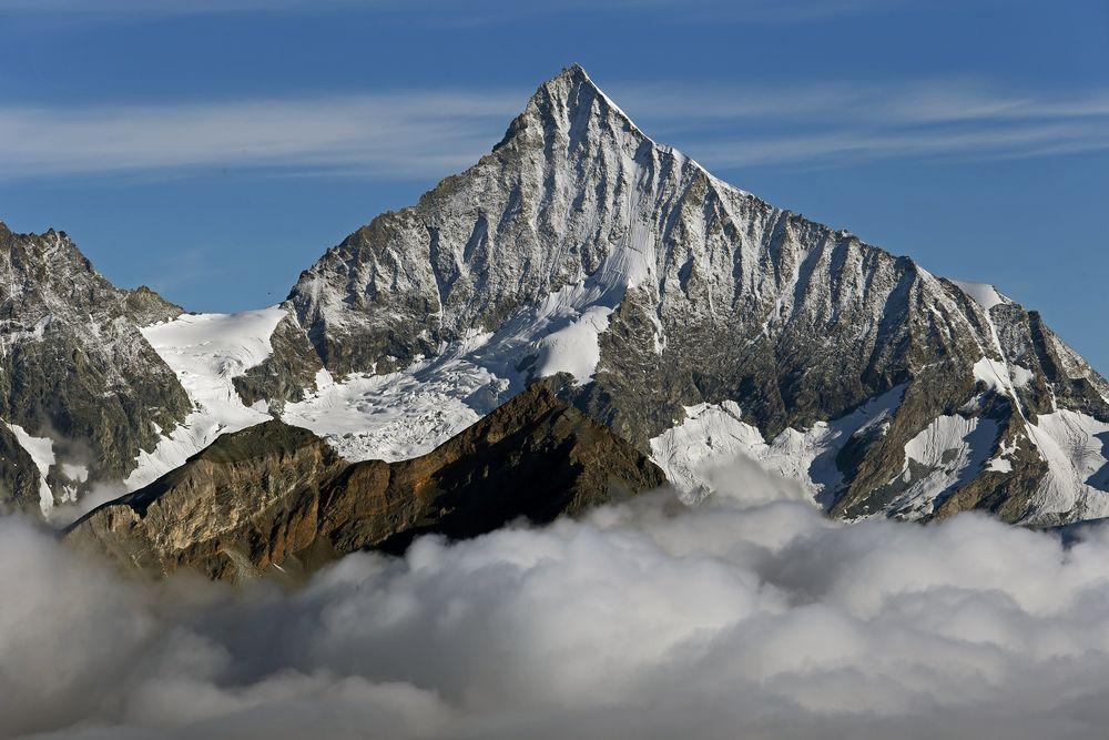 Das mit 4505m zu den hohen Viertausendern zählende Weisshorn gilt als eimer der schönsten Gipfel...