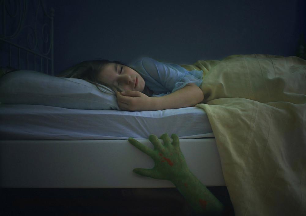 das monster unterm bett foto bild experimente youth bilder auf fotocommunity. Black Bedroom Furniture Sets. Home Design Ideas