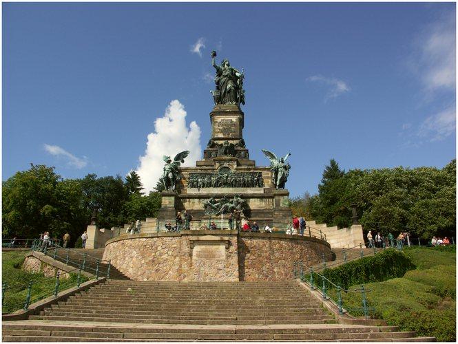 Das Niederwalddenkmal . . .