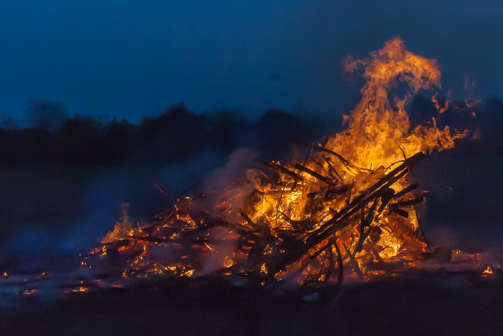 Das Osterfeuer in ....