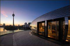 Das Pebble's vom Düsseldorfer Hyatt bei Sonnenaufgang