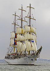 Das polnische Schulschiff bei der Regattafahrt