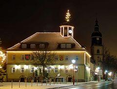 Das Rathaus von Langewiesen bei Nacht