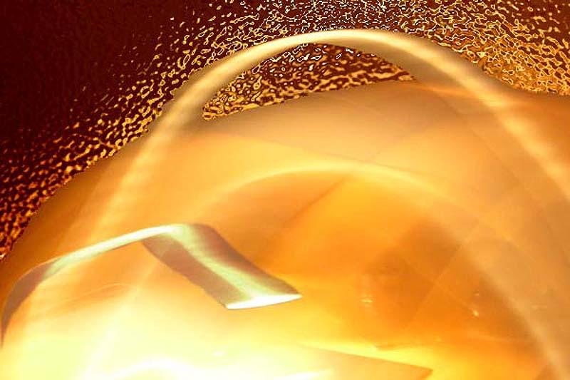 das Raumschiff 'Herz aus Gold' landet auf dem Planeten Magrathea