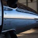 das Rollfeld, im Propeller einer Piper gespiegelt.