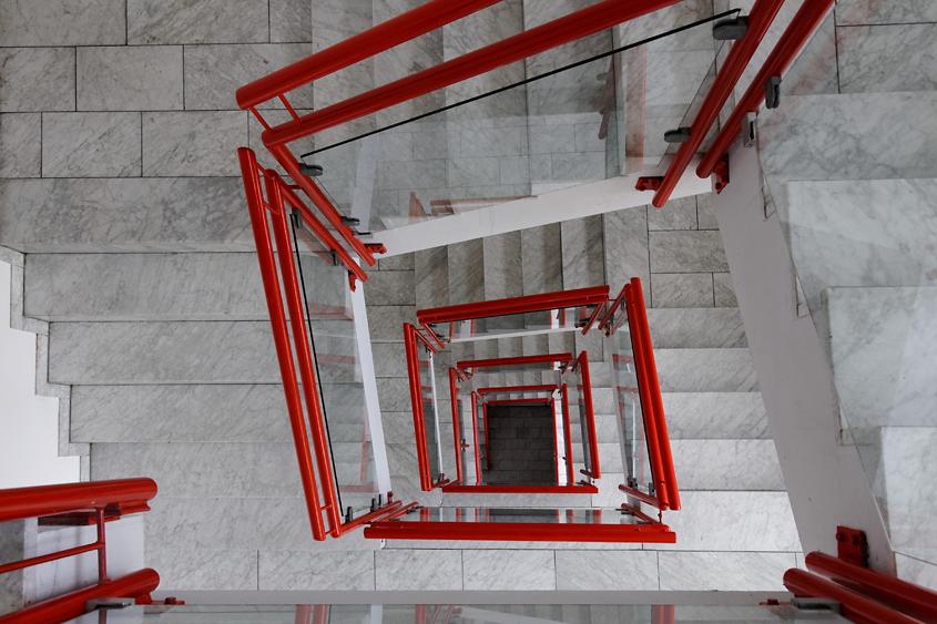 das rote Geländer