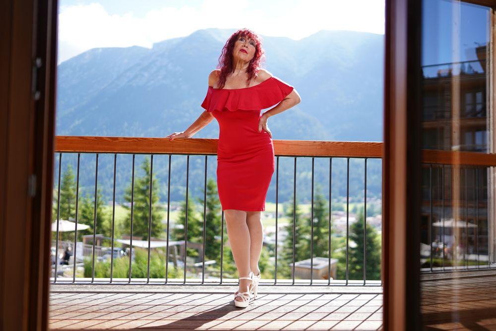 Das rote Kleid Foto & Bild | erwachsene, frau, model ...