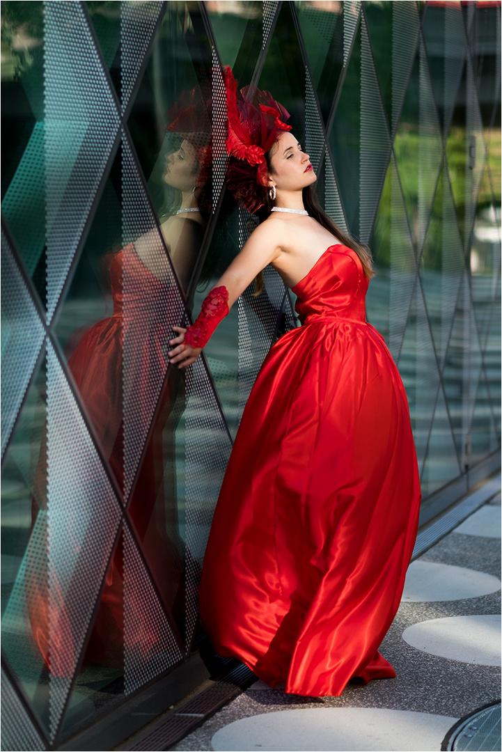 1fbb36140889 Das rote Kleid Foto   Bild   erwachsene, fashion, outdoor Bilder auf ...