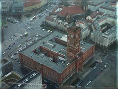 Das Rote Rathaus aus Vogelsicht