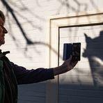 Das Schattenspiel begeistert zwei Fotografen
