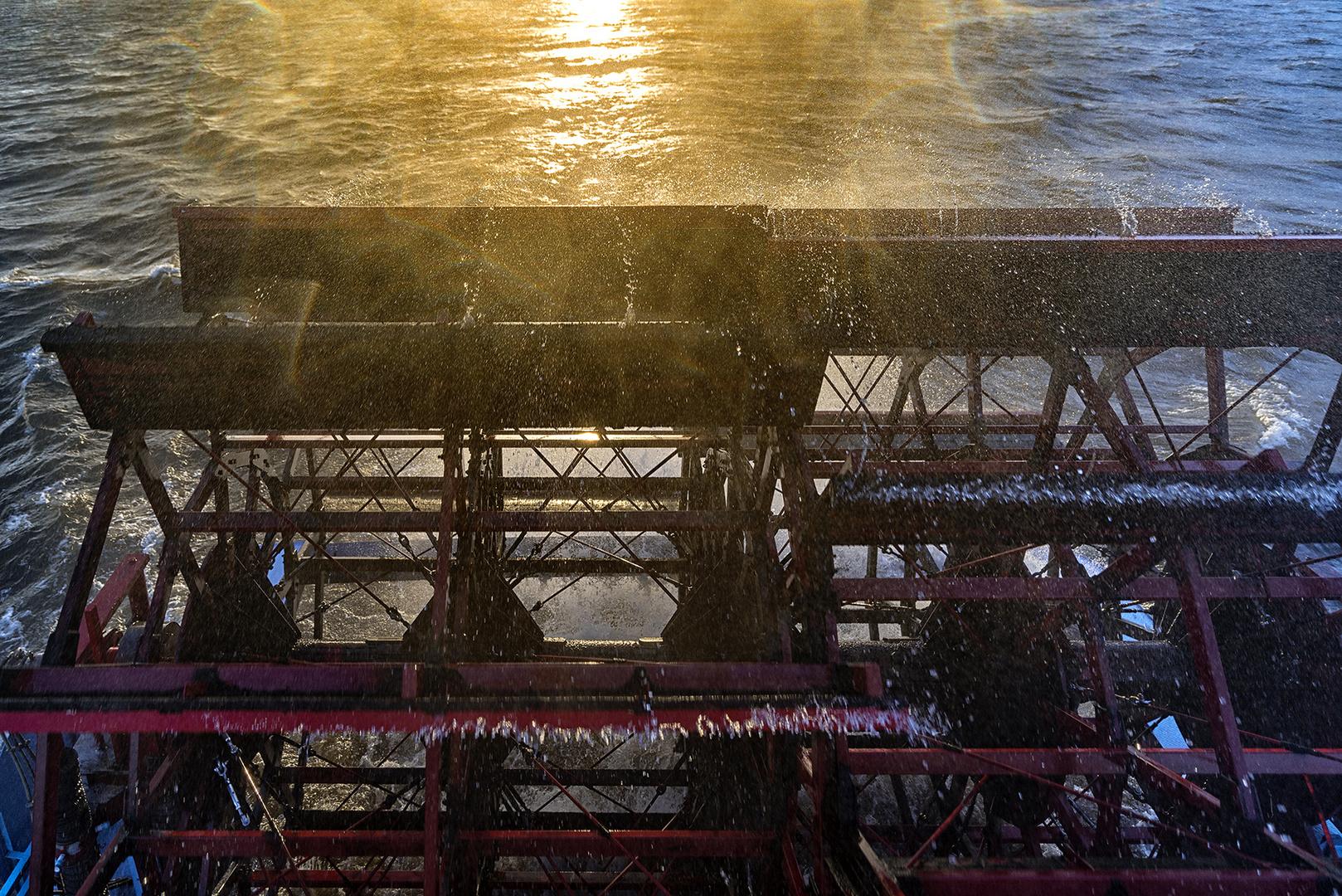 Das Schaufelrad des Raddampfers Louisiana Star im Hamburger Hafen