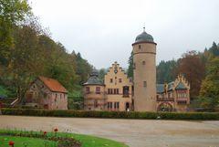 Das Schloss Mespelbrunn im Herbstlichen Unterfranken