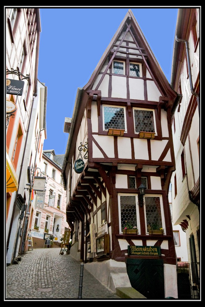 das schmalste haus in bernkastel kues auch spitzenh uschen genannt foto bild deutschland. Black Bedroom Furniture Sets. Home Design Ideas