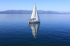 Das Segelboot vor dem Säntis