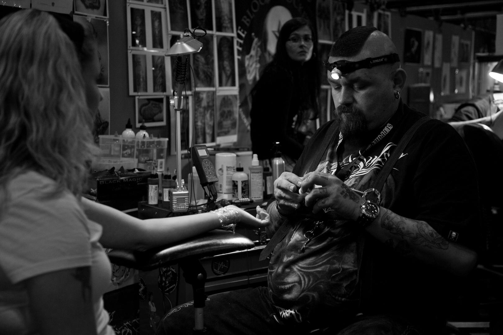 Das Tattoo am Handgelenk
