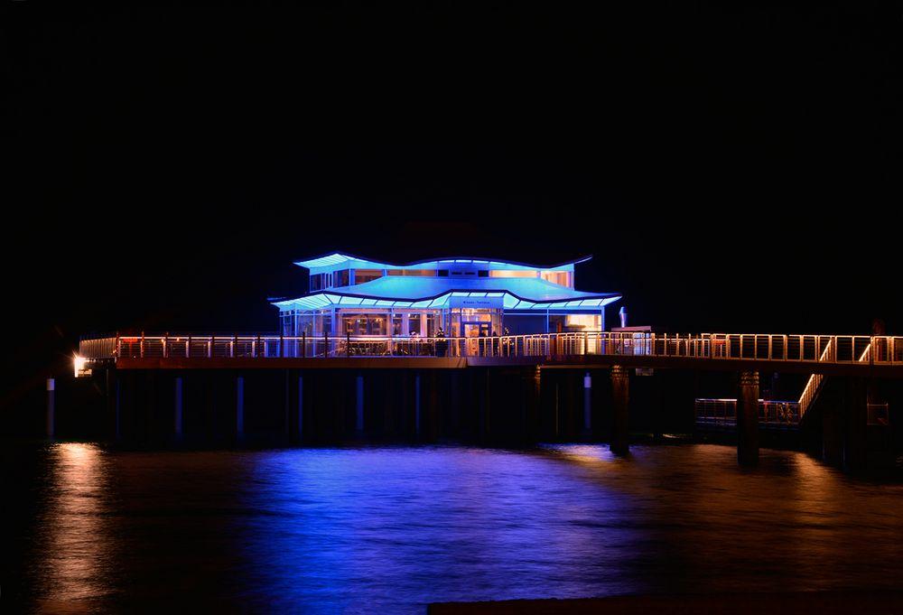 Das Teehaus bei Nacht