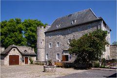 Das Töpfermuseum und die Wasserburg Raeren in Raeren ( Belgien )