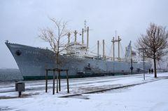 """Das Traditionsschiff """"Dresden"""" im Schneetreiben"""
