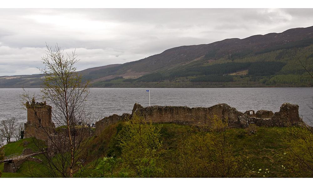 Das Urquhart Castle...II...