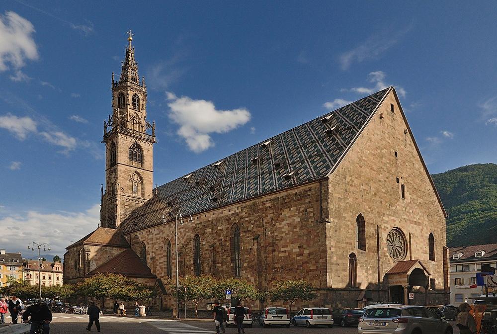 Das Wahrzeichen von Bozen ist der Dom Maria Himmelfahrt  1