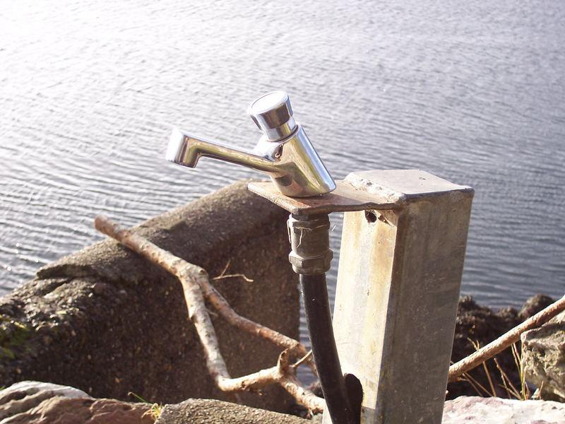 Das Wasser, der Hahn