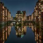 Das Wasserschloss, aufgenommen von der Poggenmühlenbrücke in Hamburg