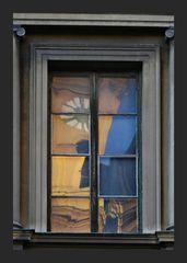 Das Zeitfenster     -Im Spiegel des Fensters die Uhr der Theatinerkirche-