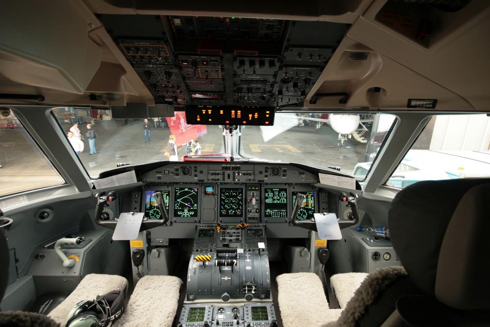 Dash 8 Q400 - Luxair