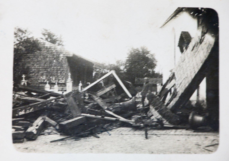 Dazumal druckte man eine Postkarte wenn ein Kirchturm einstürzte