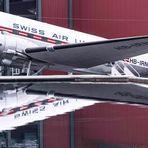 DC-3 Spiegelung im Wasserbecken
