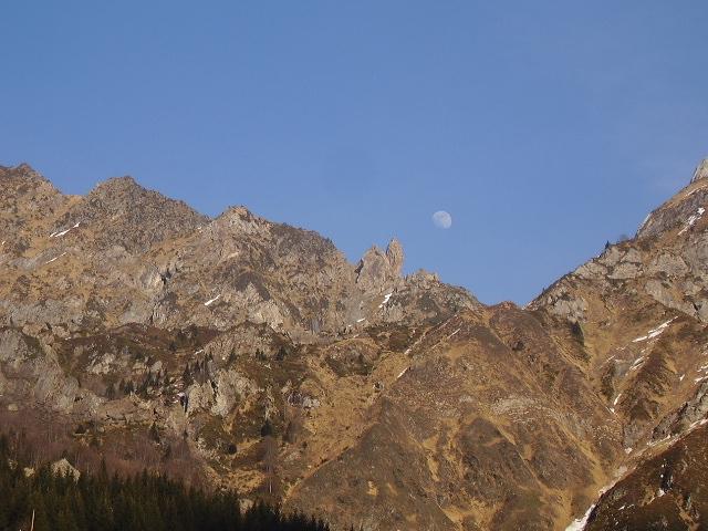 de la montagne a la lune ,une cordée?