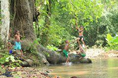 De la serie Saltos  en el río 3