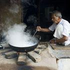 De profesión, hervidor de leche. Rajastán-La India-