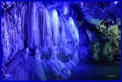 Dechenhöhle - Wasserfall in blau