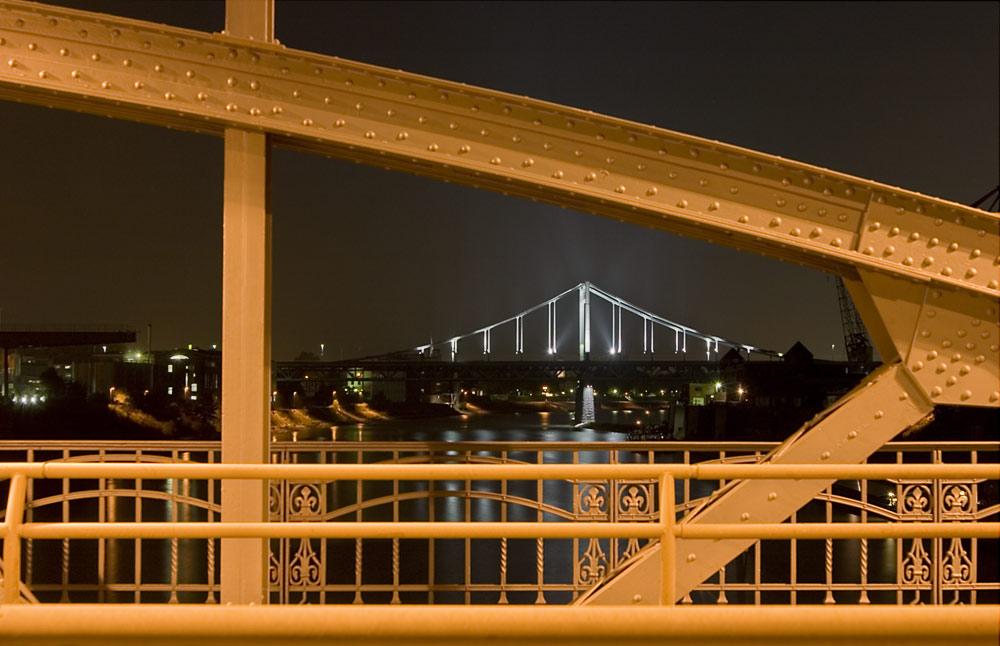 Dehbrücke in Krefeld mit Blick auf die B288